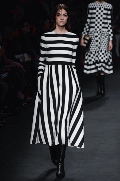 valentino-fall-2015-runway-black-white-stripe-dress-h724