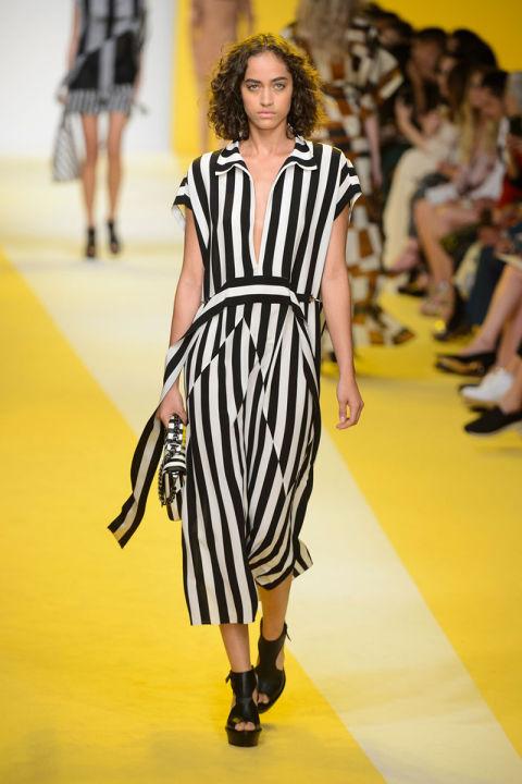 hbz-ss2017-trends-bold-bright-stripes-11-akris-rs17-0551